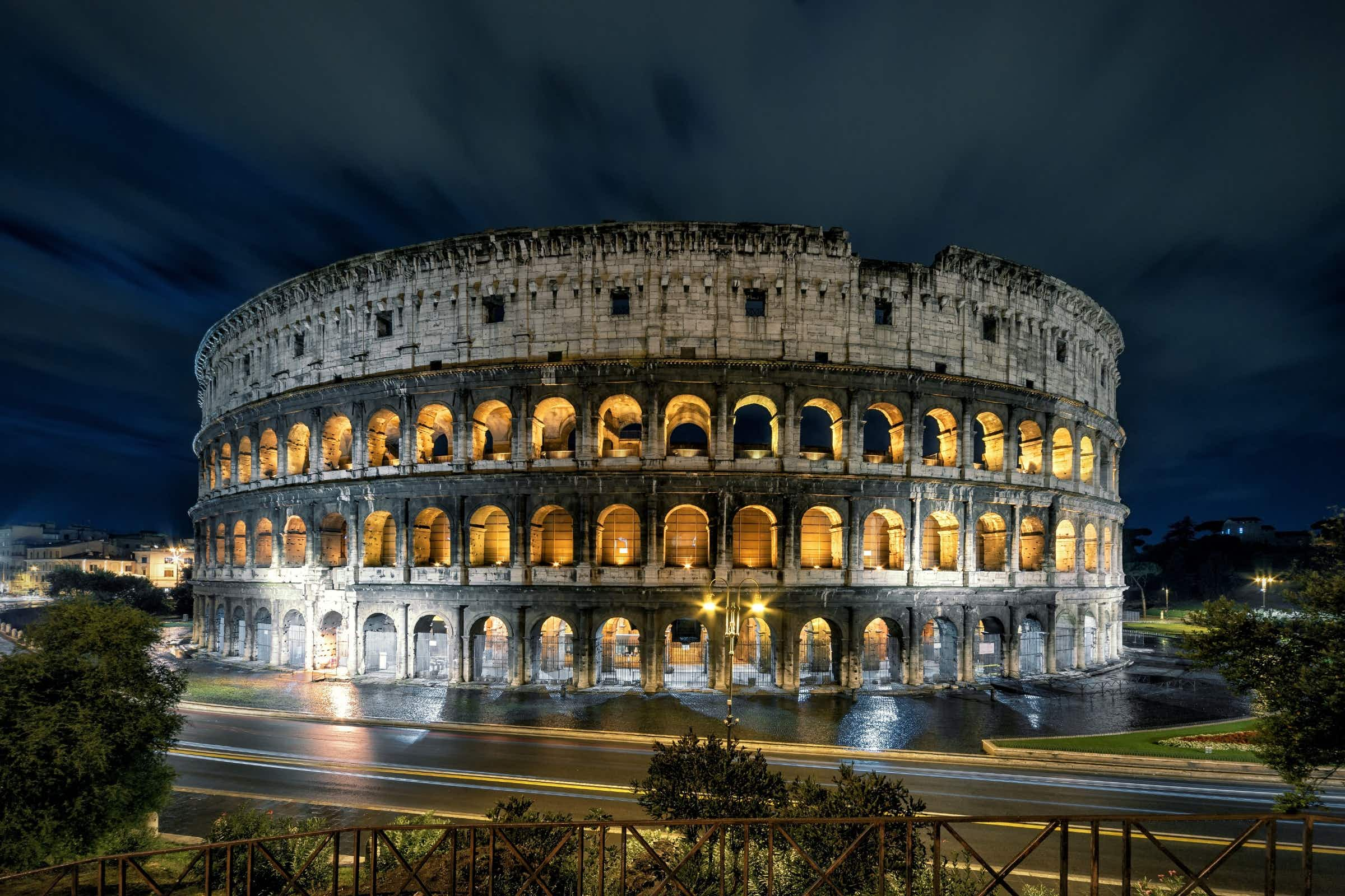 Rome's Colosseum recreates opening games with virtual reality