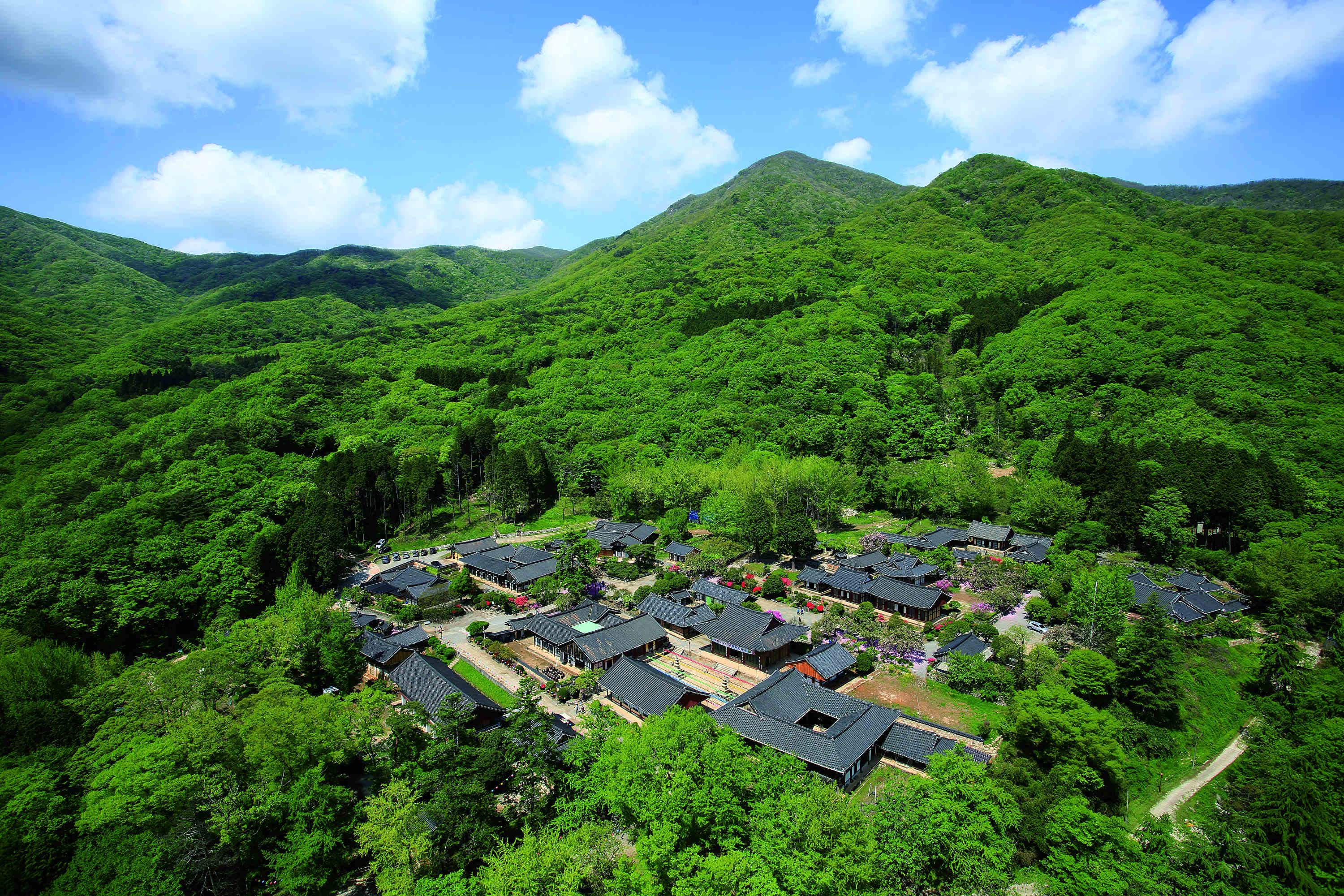 Korea's Buddhist mountain monasteries added to World Heritage List