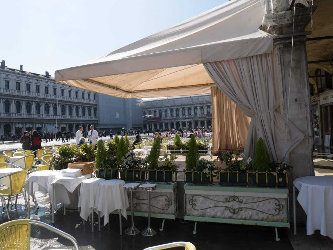 Holidaymaker billed a whopping €43 for two coffees and waters at Venice cafe