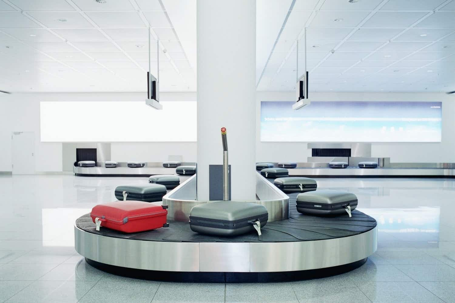 See airport baggage handlers in Japan going above the call of duty