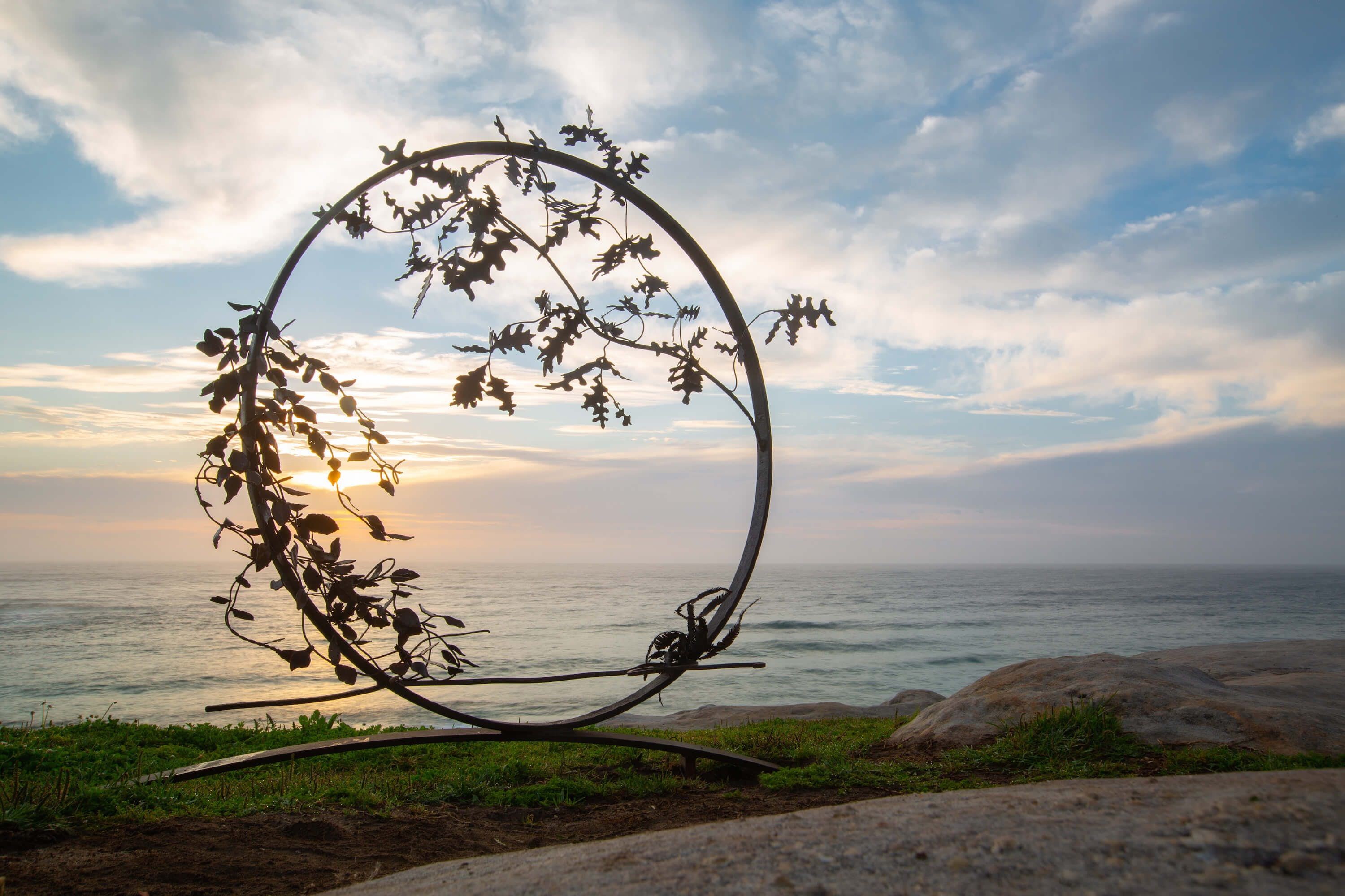 Stephen Hogan's sculpture sits next to the sea in Australia. Image by G Carr