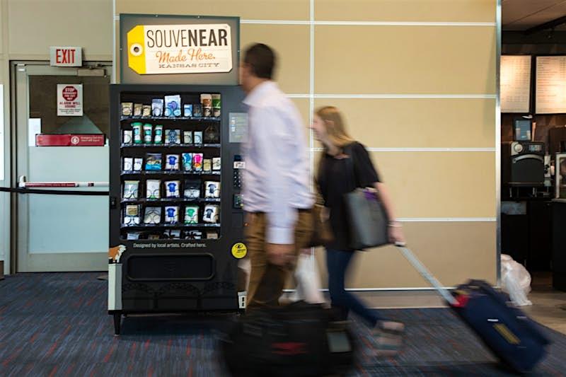 Travel News - Travelers walking past SouveNEAR