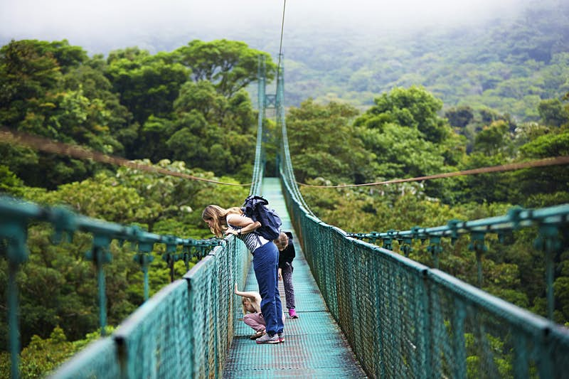 Travel News - Mother with daughters on hanging bridge