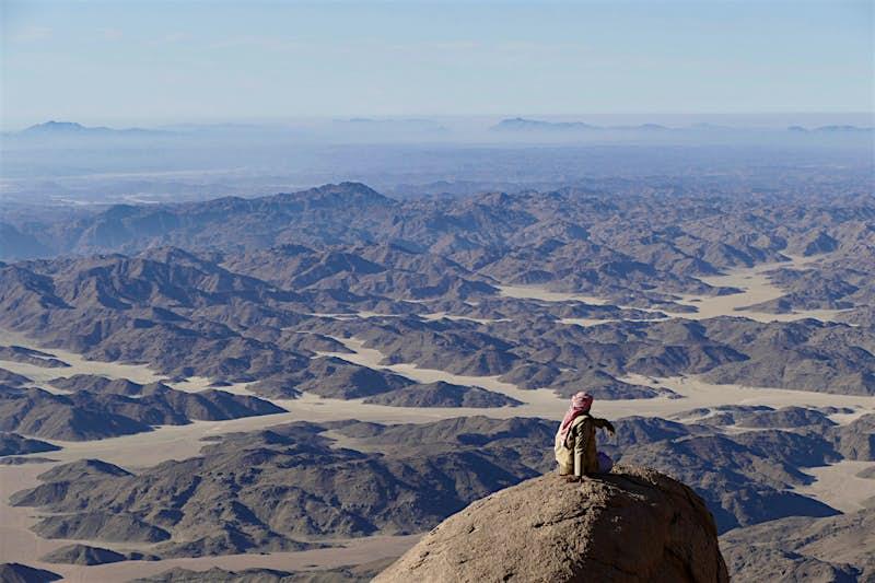 Travel News - Bedouin guide on Jebel Um Anab