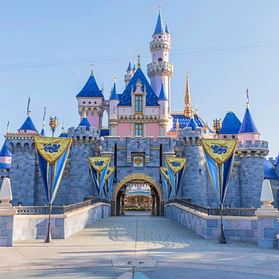 Disney World and Disneyland temporarily closed to reduce COVID-19 transmission