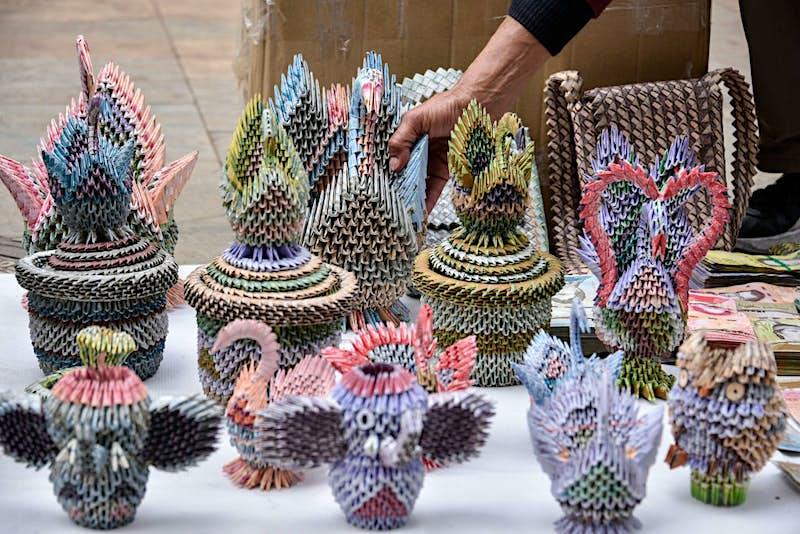 Travel News - Artists Turn Useless Venezuelan Currency Into Handicrafts