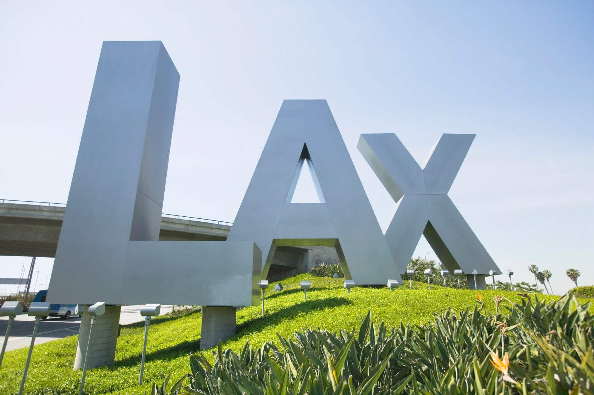 The best and worst US airports for flight deals, according to experts