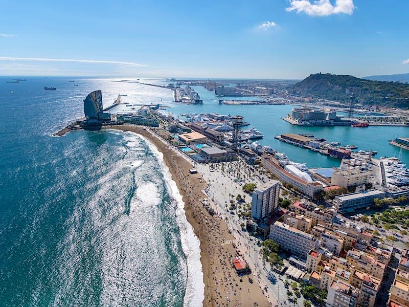Travel News - Beach of La Barceloneta and W Hotel
