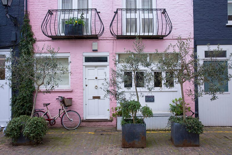 Travel News - A pink House In Notting Hill London