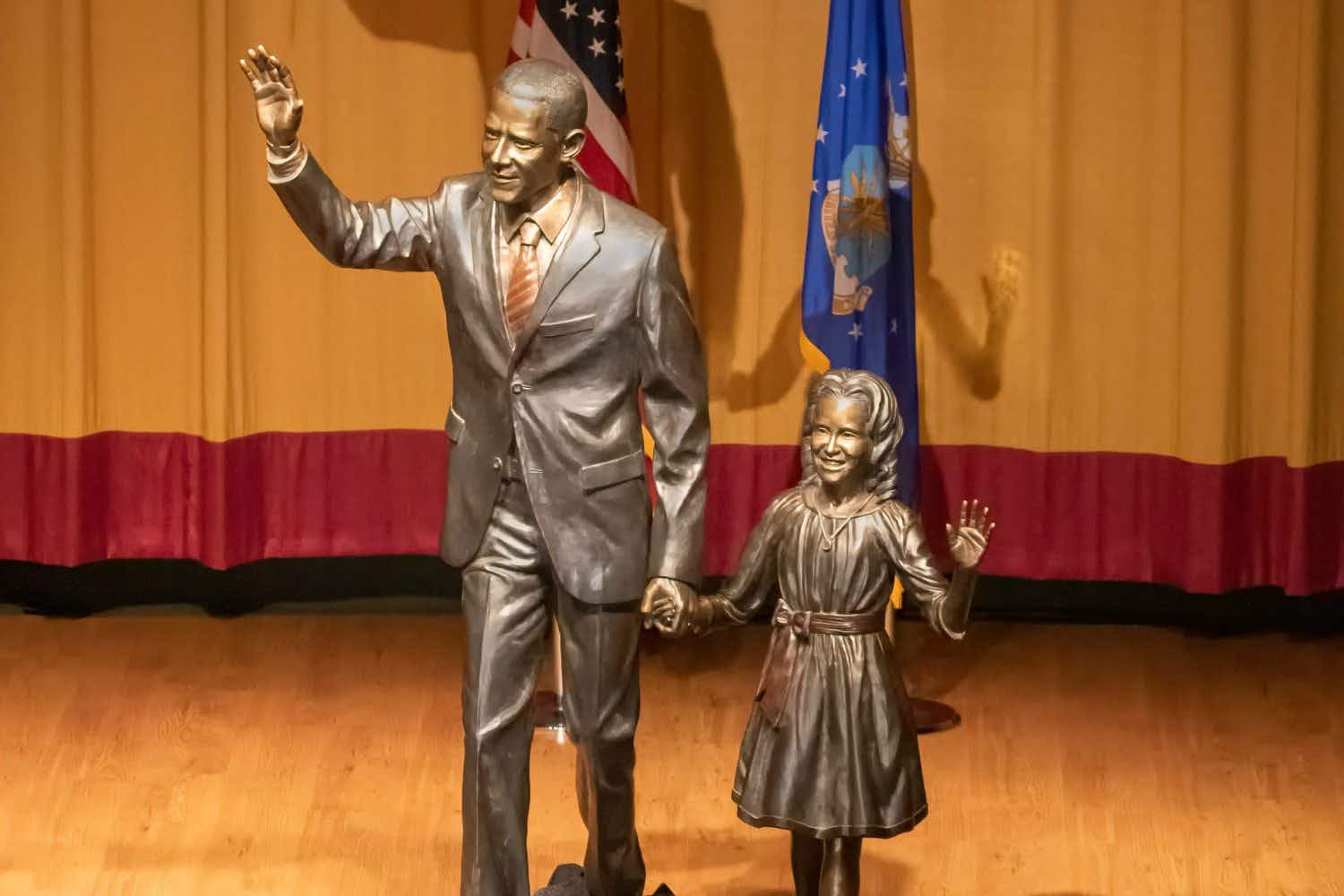 New statue of Barack Obama and his daughter Sasha unveiled in South Dakota