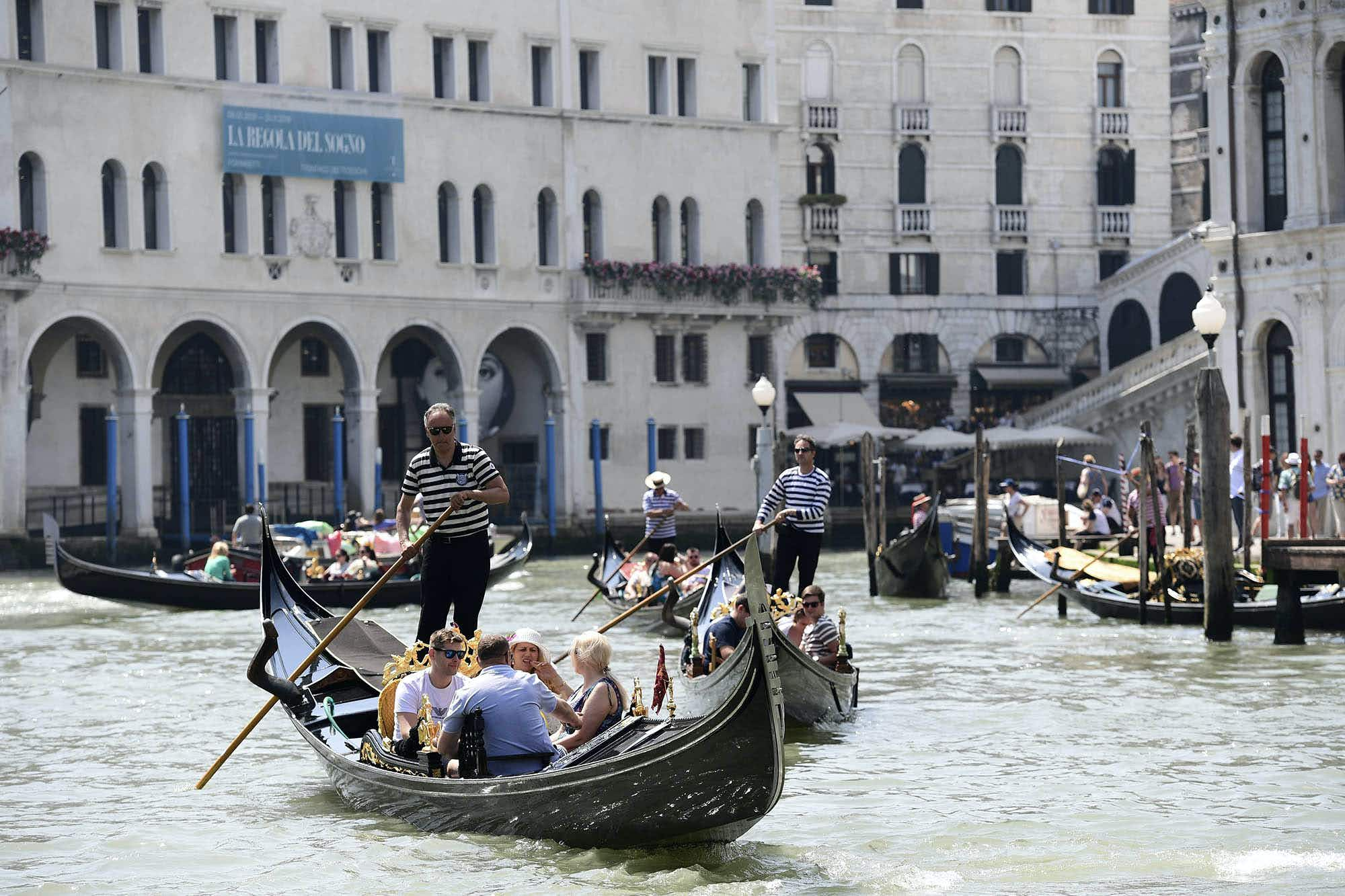 Venice delays plan to start charging entry fees