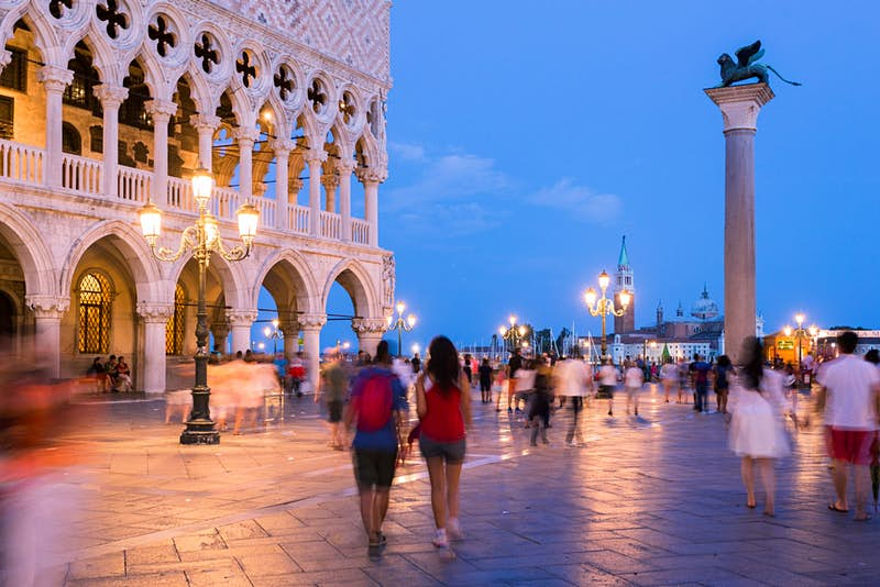 Visitors forced to leave Venice after breaking new tourist rules