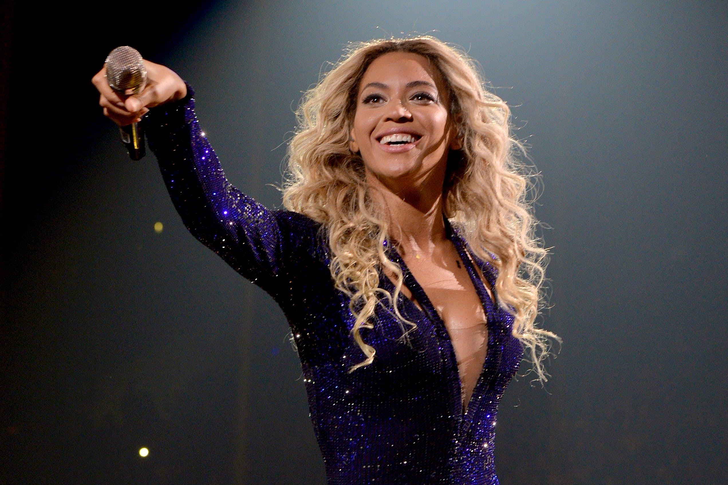 Singer-songwriter Beyoncé Knowles on stage